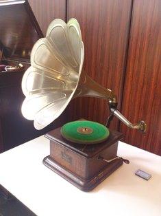 The Christopher N. Nozawa Gramophone Collection at Tokyo University of the Arts